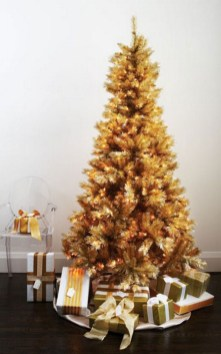 70 Catchy Silver and Gold Christmas Trees Decor You Need to See 67