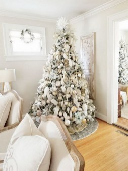 70 Catchy Silver and Gold Christmas Trees Decor You Need to See 7