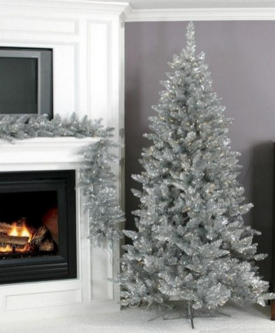 70 Catchy Silver and Gold Christmas Trees Decor You Need to See 8