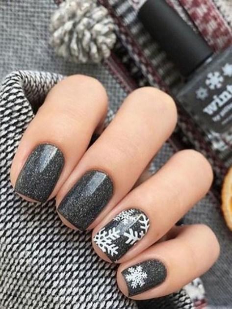 25 Fun Winter Nail Design Ideas 26