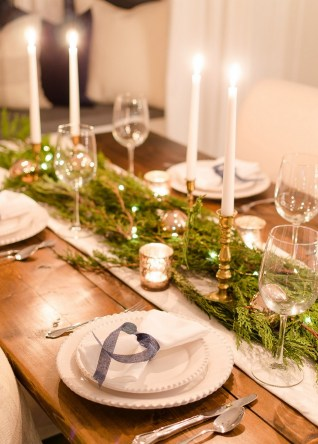 50 How to Arrange a Dining Table for Christmas Occasion 32