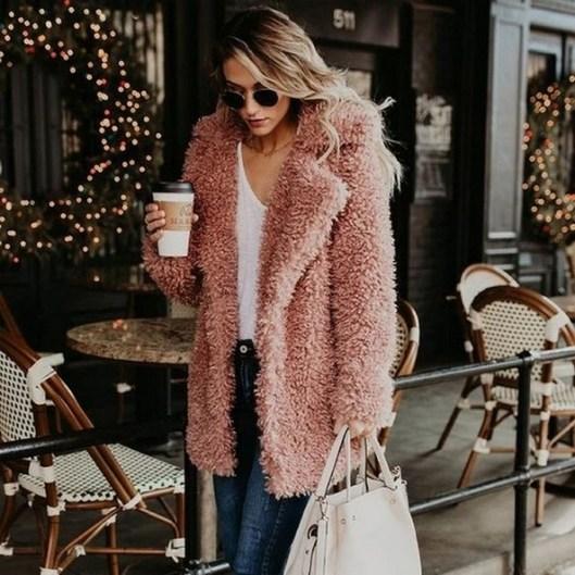80 Fashionable Women Faux Fur Coats Look 15