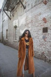80 Fashionable Women Faux Fur Coats Look 16