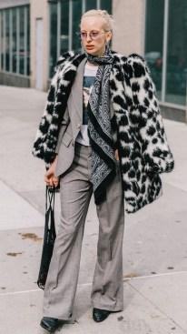 80 Fashionable Women Faux Fur Coats Look 37