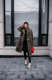 80 Fashionable Women Faux Fur Coats Look 69