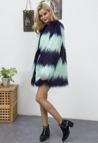 80 Fashionable Women Faux Fur Coats Look 73