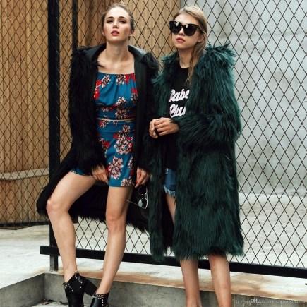 80 Fashionable Women Faux Fur Coats Look 76