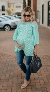50 Comfy Jeans Outfits For Pregnant Women Ideas 02