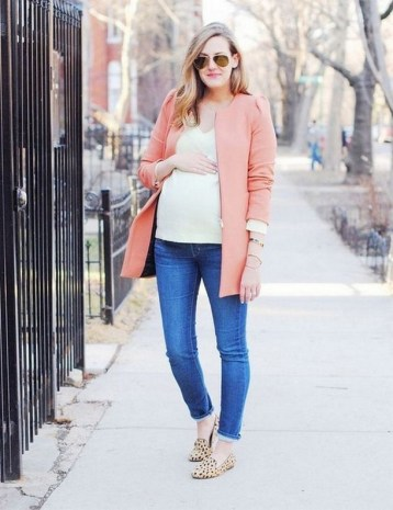 50 Comfy Jeans Outfits For Pregnant Women Ideas 05