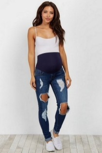 50 Comfy Jeans Outfits For Pregnant Women Ideas 10