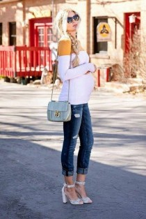 50 Comfy Jeans Outfits For Pregnant Women Ideas 14