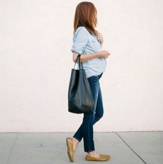 50 Comfy Jeans Outfits For Pregnant Women Ideas 23