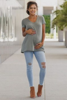50 Comfy Jeans Outfits For Pregnant Women Ideas 47