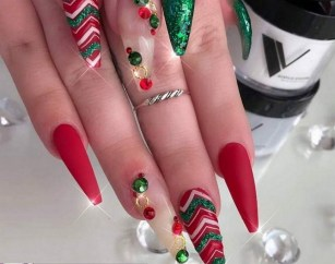 50 Cute and Festive Christmas Nail Design You Should to See 21