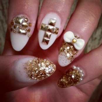 50 Cute and Festive Christmas Nail Design You Should to See 24