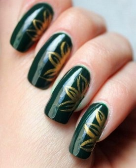 50 Cute and Festive Christmas Nail Design You Should to See 31