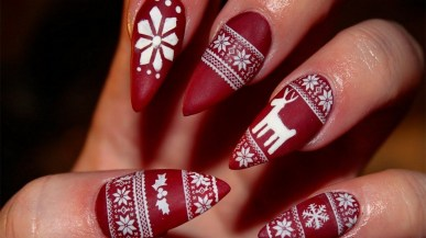 50 Cute and Festive Christmas Nail Design You Should to See 36