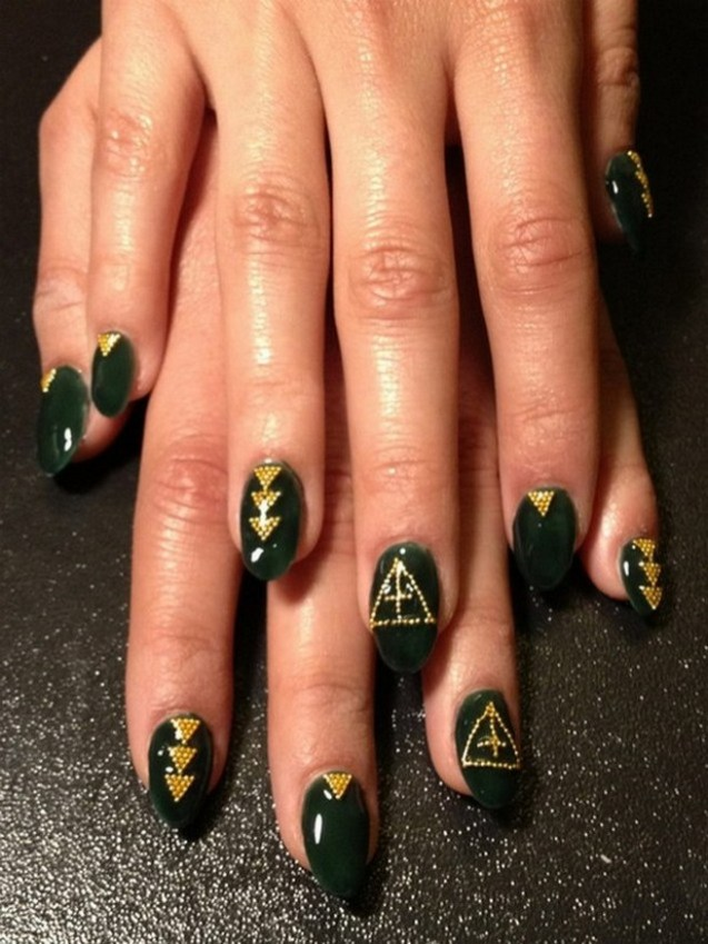 50 Cute and Festive Christmas Nail Design You Should to See 39