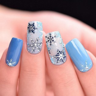 50 Cute and Festive Christmas Nail Design You Should to See 41