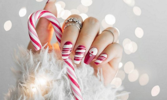 50 Cute and Festive Christmas Nail Design You Should to See 52