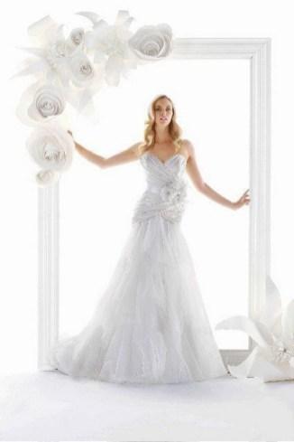 50 Stunning Paper Flower Decoration for Wedding Ideas 15