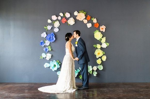 50 Stunning Paper Flower Decoration for Wedding Ideas 20