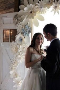 50 Stunning Paper Flower Decoration for Wedding Ideas 28