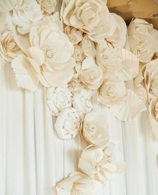 50 Stunning Paper Flower Decoration for Wedding Ideas 52