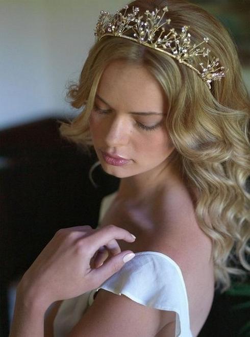 70 Elegant Bridal Crown Wedding Ideas 13
