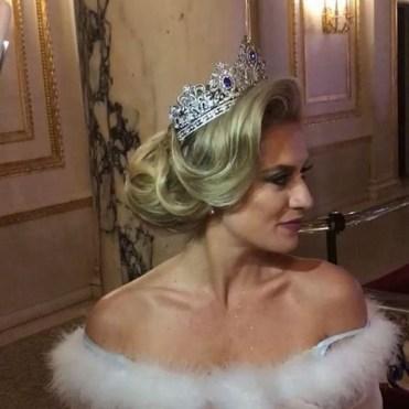 70 Elegant Bridal Crown Wedding Ideas 64