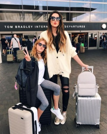 90 Comfy and Fashionable Travel Airport Outfits Looks 38