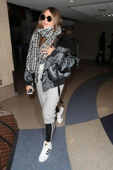 90 Comfy and Fashionable Travel Airport Outfits Looks 54
