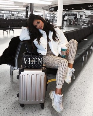 90 Comfy and Fashionable Travel Airport Outfits Looks 57