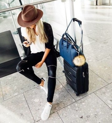 90 Comfy and Fashionable Travel Airport Outfits Looks 70