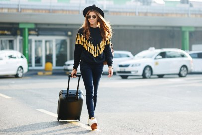 90 Comfy and Fashionable Travel Airport Outfits Looks 8