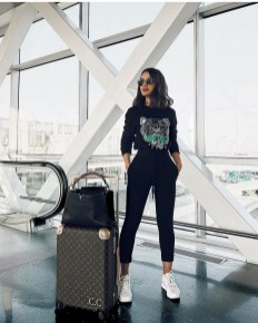 90 Comfy and Fashionable Travel Airport Outfits Looks 80