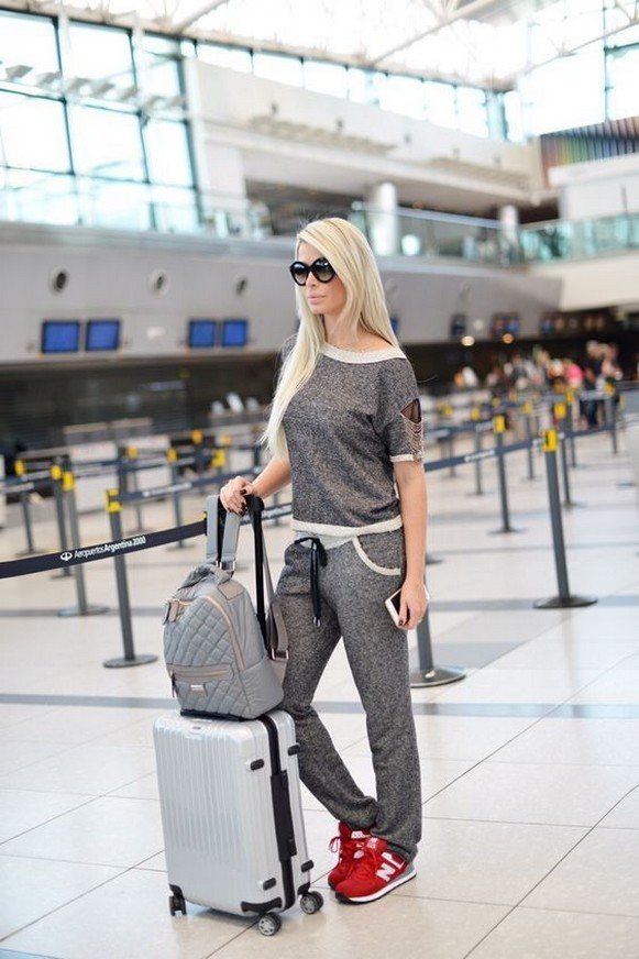 90 Comfy and Fashionable Travel Airport Outfits Looks 92