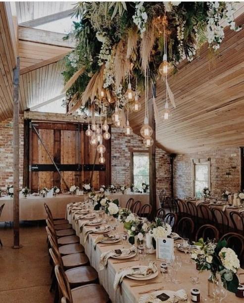 40 Romantic Rustic Barn Wedding Decoration Ideas 13