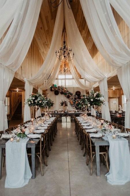 40 Romantic Rustic Barn Wedding Decoration Ideas 14
