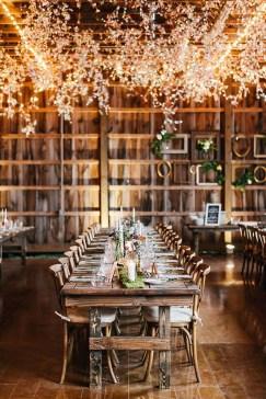 40 Romantic Rustic Barn Wedding Decoration Ideas 20