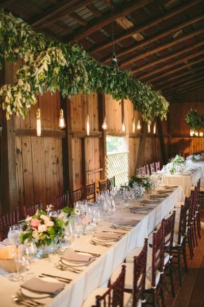 40 Romantic Rustic Barn Wedding Decoration Ideas 21