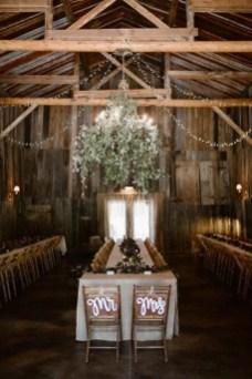 40 Romantic Rustic Barn Wedding Decoration Ideas 22