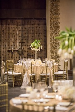 40 Romantic Rustic Barn Wedding Decoration Ideas 26