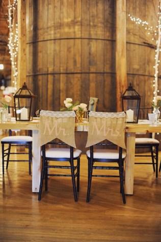 40 Romantic Rustic Barn Wedding Decoration Ideas 31