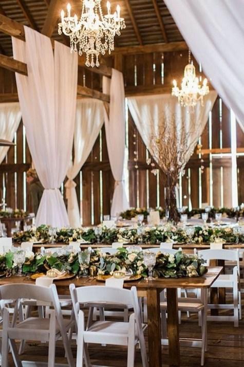 40 Romantic Rustic Barn Wedding Decoration Ideas 34