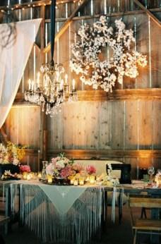 40 Romantic Rustic Barn Wedding Decoration Ideas 36