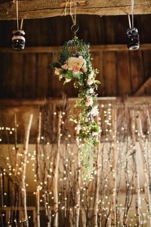 40 Romantic Rustic Barn Wedding Decoration Ideas 37