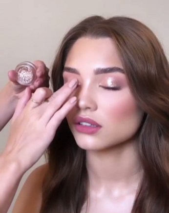 50 Shimmering Eye Makeup for Party Ideas 18