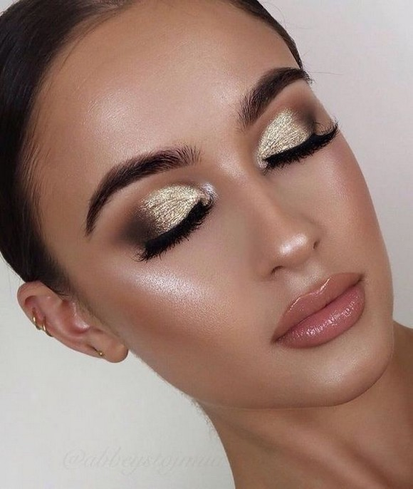 50 Shimmering Eye Makeup for Party Ideas 34