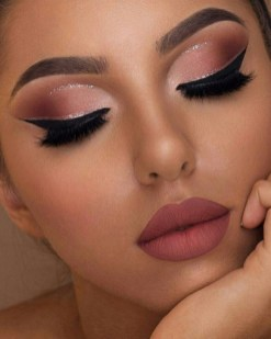 50 Shimmering Eye Makeup for Party Ideas 53
